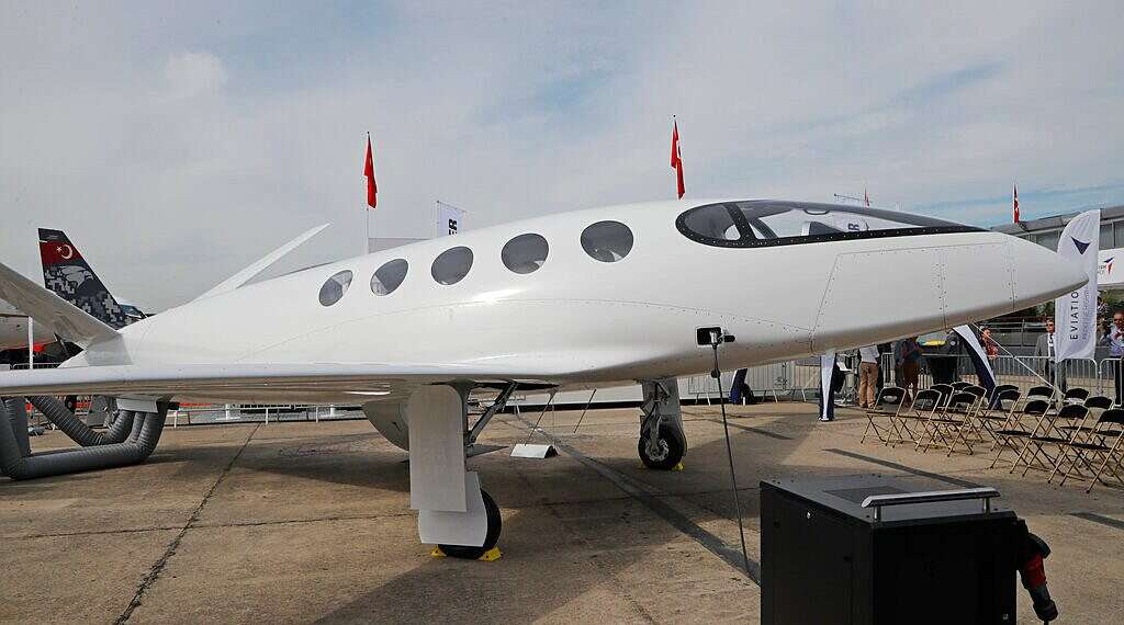 Israel presents first electric-powered passenger plane - www
