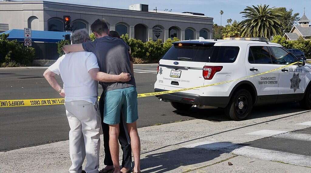 Haredi man shot outside Miami synagogue in possible hate crime