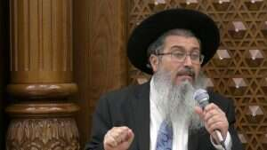 Rabbi warns followers COVID vaccine 'could make you gay'