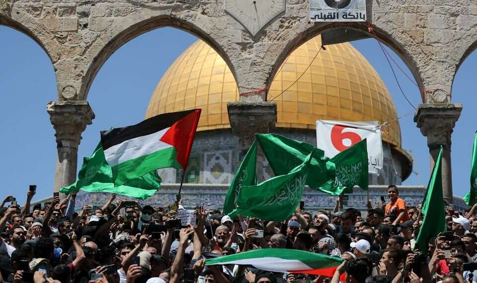 17 police officers, 200 Palestinians injured in Temple Mount riots