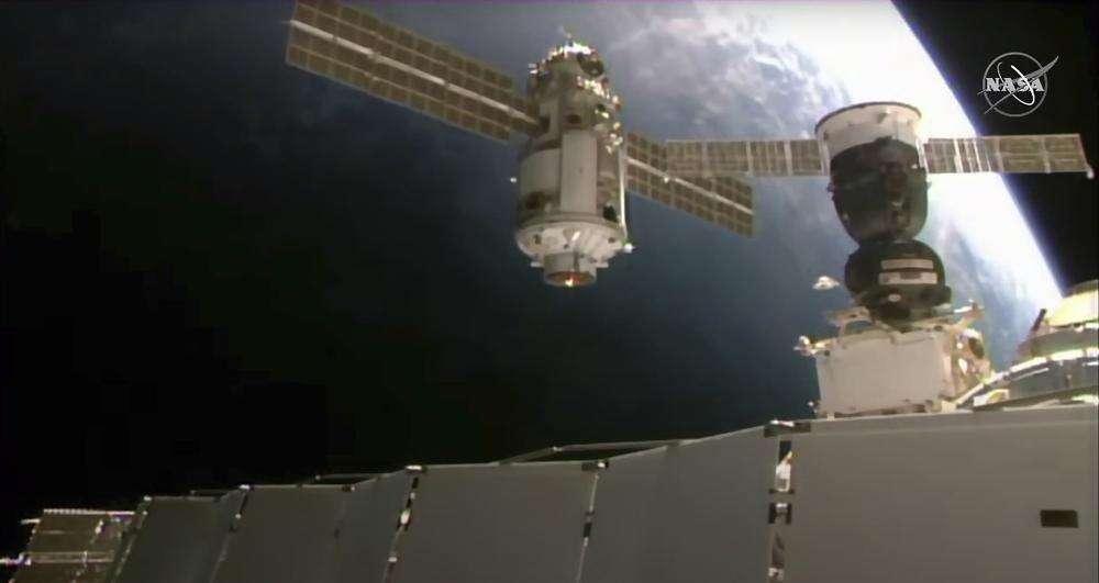 Novo laboratório russo tira brevemente a estação espacial de posição